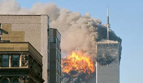 Flug 175 rast in den Südtower der Twin Towers bei den Terroranschlägen am 11. September 2001.